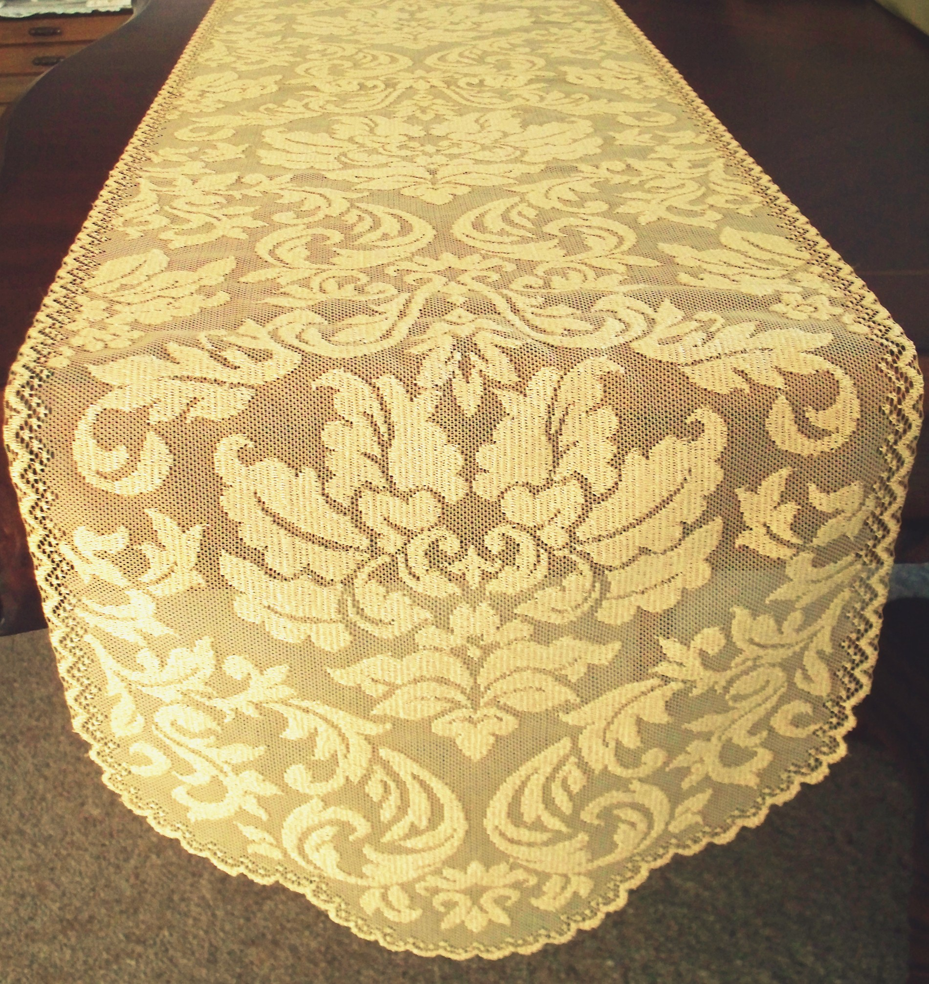 Table Runner Heritage Damask x Colonial Gold Heritage Lace